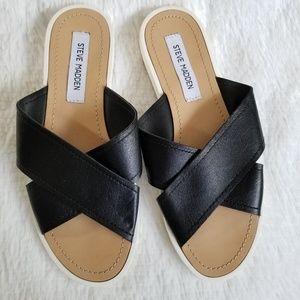 STEVE MADDEN | Black/White Criss Cross Sandals
